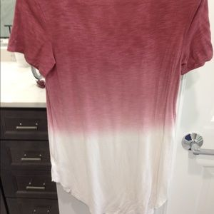 American Eagle Outfitters Tops - ombré red and white ae tee